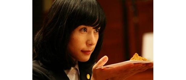 深津絵里扮する三流弁護士・宝生エミ
