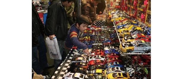 なんと中学生以下は入場無料! タミヤのラジコンレースや、タカラトミーのミニカー、チョロQの展示販売なども。