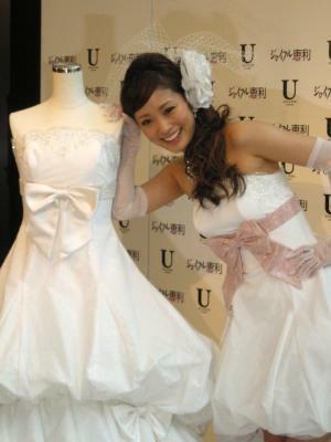 10デザイン14型のドレスをプロデュース