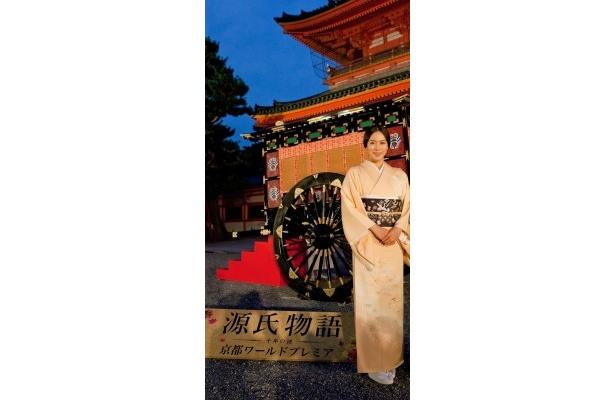 平安神宮の應天門で行われた『源氏物語 千年の謎』の京都ワールドプレミアに登場した中谷美紀