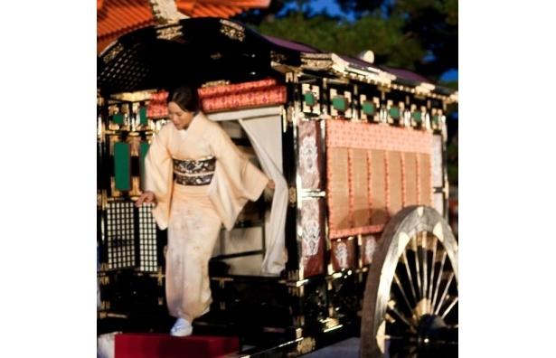 【写真】牛車に乗り、生田斗真と共に登場した中谷美紀