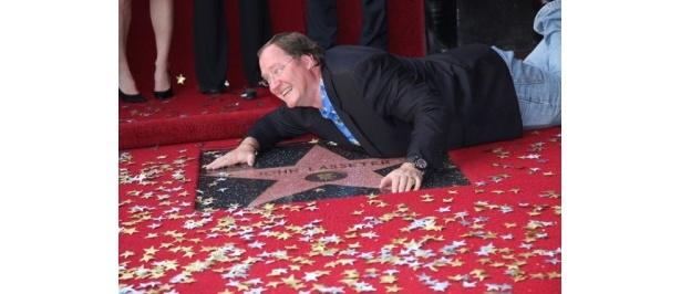 栄誉ある「ハリウッド・ウォーク・オブ・フェイム」の星を獲得したジョン・ラセター
