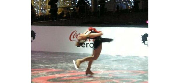 華麗な舞にうっとり〜。イベントではプロフィギュアスケーターの太田由希奈さんが美しい演技を披露