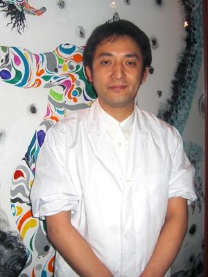 料理を作ってくださる渡邊さん