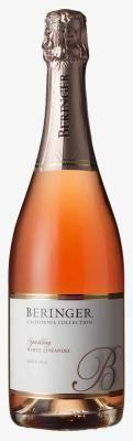 スイーツに1杯つくワインは、ロゼの中でもピンクが美しいブラッシュ・ワイン
