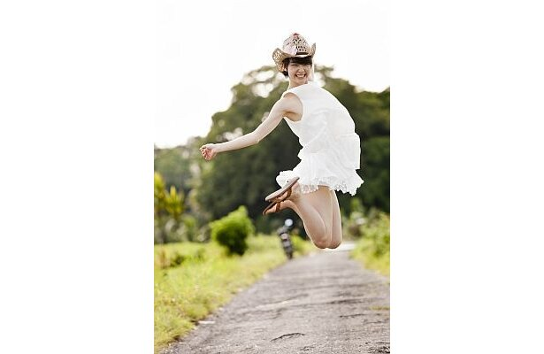 【写真を見る】ファッション誌のモデルも務める剛力彩芽さんはスタイル抜群