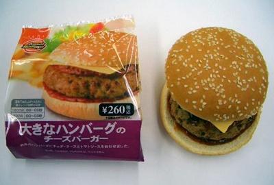 みんな大好き「大きなハンバーグのチーズバーガー」はチェダーチーズがとろ〜り