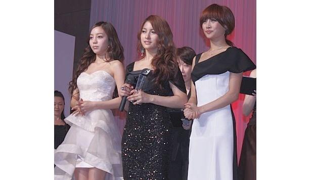 インターナショナル部門ではK-POPグループの超新星とKARAが選出された