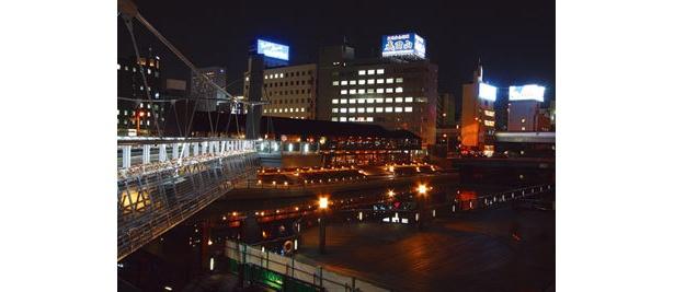 橋の上から眺めるミナミの夜景もきれい