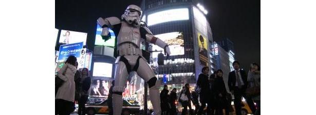 イギリス出身のウェブコンサルタント・ポップカルチャー紹介サイト運営者でもあるダニー・チューが渋谷駅前交差点でダンス!