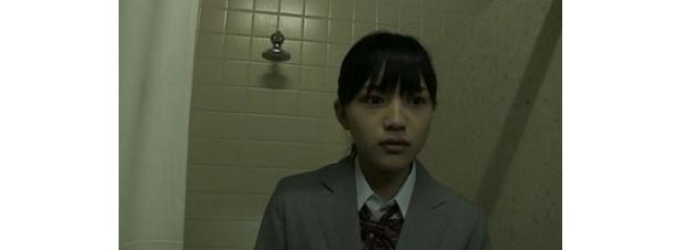 『POV 呪われたフィルム』では恐ろしい出来事に遭遇する本人役に