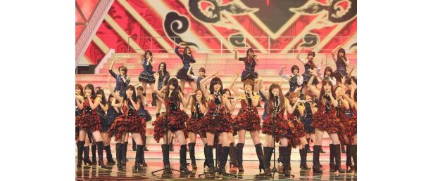 """AKB48が本番の衣装でリハーサルに登場。本番の""""人文字""""に注目"""