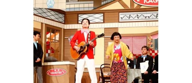 すっちーと新喜劇あるあるを披露して会場の爆笑を誘う松浦真也さん