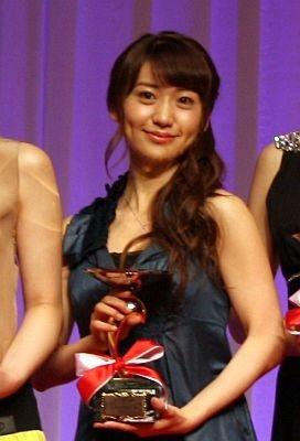 第23回日本ジュエリーベストドレッサー賞の20代部門で受賞した大島優子さん