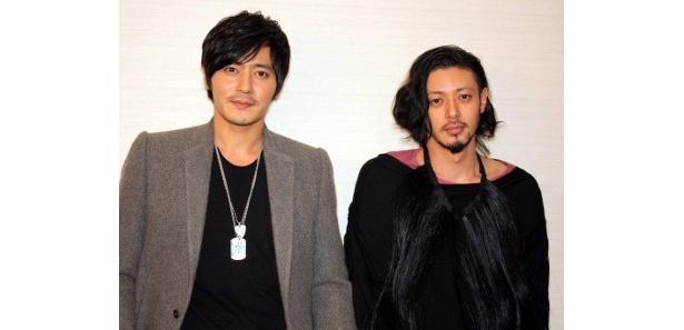 『マイウェイ 12,000キロの真実』で共演したオダギリジョーとチャン・ドンゴン(左)