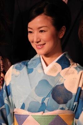 映えたブルーの着物姿を披露した鈴木京香 映えたブルーの着物姿を披露した鈴木京香  ジャニーズはマ