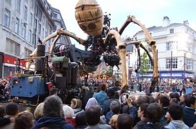 2008年9月にイギリスで公開された「レ・メカニック・サヴァント(博識な機械)