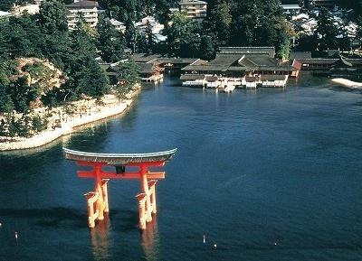 広島県宮島の厳島神社。世界遺産にも指定されている