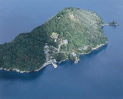 琵琶湖の竹生島