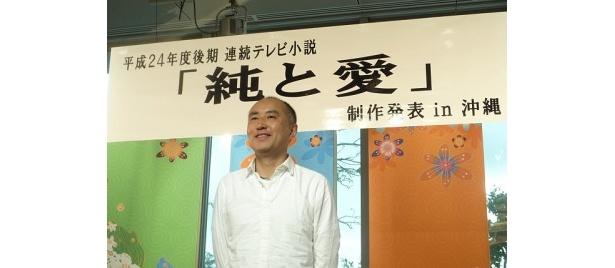 記者会見に出席した脚本家の遊川和彦氏