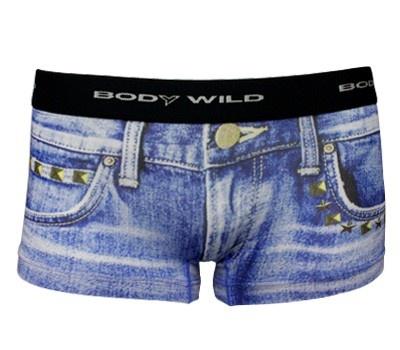 メンズ、レディース共にパンツは古着系デニムのプリントを採用