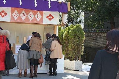 東京大神宮には女性のグループがたくさん来ていた