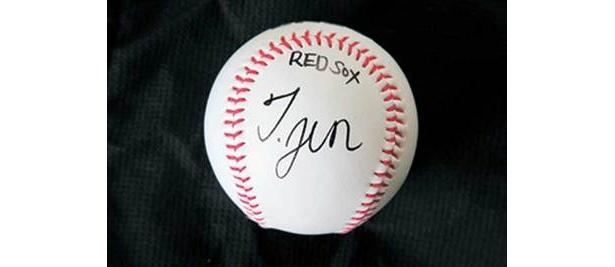オークションのボールには、作りたてのサインを入れました♪