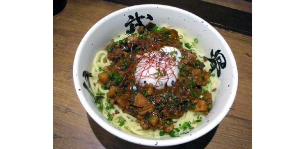 「ガーナチョコ和えそば」は麺屋武蔵 武骨外伝(渋谷) で。肉味噌と温泉卵が食欲をそそる…