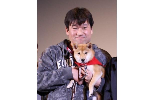 『マメシバ一郎3D』の初日舞台挨拶に登場した佐藤二朗とマメシバ一郎