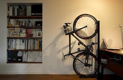 """自転車の 自転車 壁掛け 縦 : 収納」!""""縦置き型""""自転車 ..."""