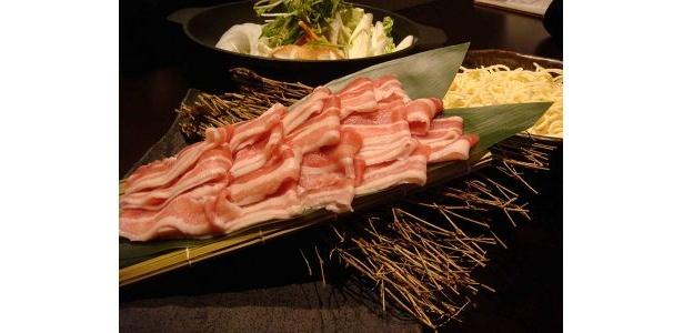 鮮やかなピンク色の鹿児島産天恵美豚