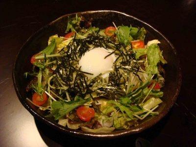 茶そばを使ったサラダは700円