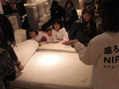 ベッドマットの選び方セミナーに興味津々