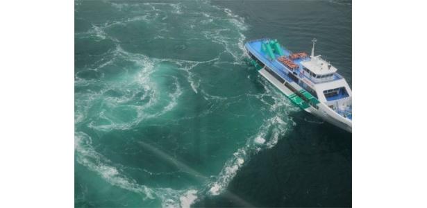鳴門といえばまずは渦潮! 観潮船に乗れば大迫力の光景が!!