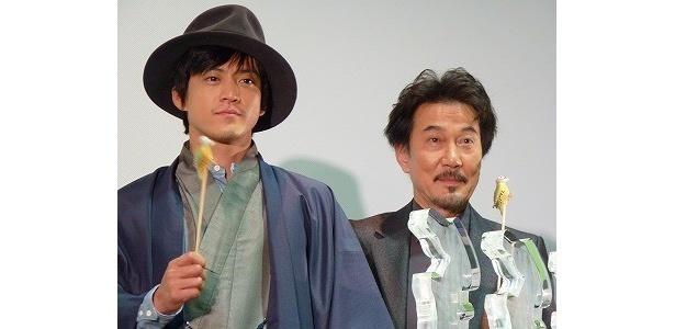 「キツツキと雨」初日舞台あいさつに登壇した小栗旬と役所広司