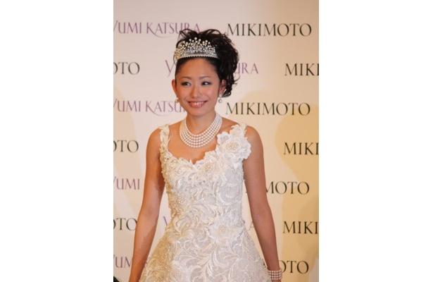 「幸せ」とウエディングドレスを着用した感想を話した安藤美姫さん