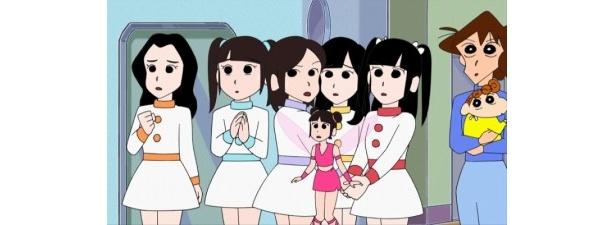後列左から、菊地あやか、小森美果、仲川遥香、岩佐美咲、