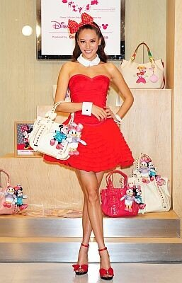 モデルの道端ジェシカさんがディズニーコレクションシリーズを披露