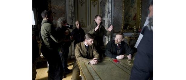 『シャーロック・ホームズ』に引き続き『シャーロック・ホームズ シャドウ ゲーム』でメガホンを取ったガイ・リッチー監督