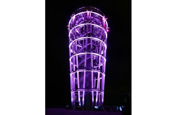 バレンタインイベント期間は、展望灯台がピンクにライトアップ!