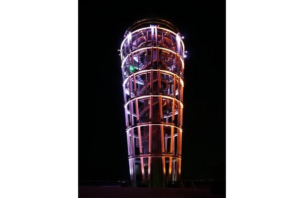 赤色に変化した展望灯台