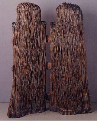 「The space in a forest」(大石泉)銅線が束ねられて制作された、静寂の森の中に広がる木々の世界を表現