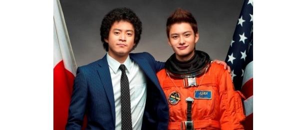 宇宙飛行士を目指す兄ムッタを演じる小栗旬、宇宙飛行士となった弟ヒビトを演じる岡田将生