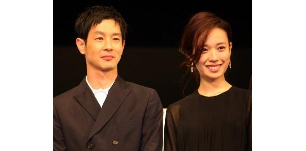 映画「SPEC 天」の完成披露記者会見に登壇した戸田恵梨香&加瀬亮