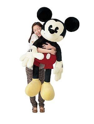 巨大ミッキーマウスは抱き心地満点