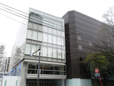 写真左側の建物は、今回のリノベーションで新たに増設。