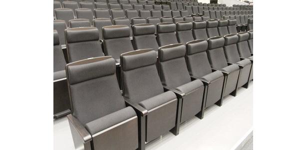 客席には57席のプレミアム席が設けられた。