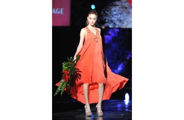 蛯原は「日本を代表するこのファッションショーを世界に発信したい」と語った