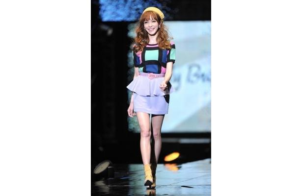 藤井リナは「Lily Brown」などのステージで華麗にブランドイメージを表現した