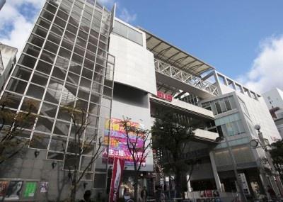 大阪・アメリカ村にあるファッションビル「心斎橋ビッグステップ」